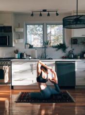 Cách chọn đồ tập yoga cơ bản cho bạn thêm hứng khởi tập luyện