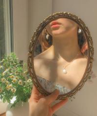 Váy hoa nhí – Nét dịu dàng và lãng mạn cho ngày chớm Thu